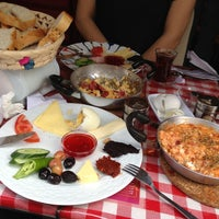 5/4/2013 tarihinde Mehmet E.ziyaretçi tarafından Café Faruk'de çekilen fotoğraf