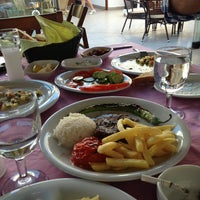 Photo taken at Mavi Beyaz Restaurant Cafe Bar by İlker T. on 9/28/2013
