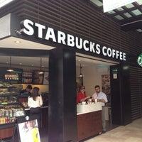 Foto tomada en Starbucks Coffee por Rulo S. el 4/30/2014
