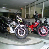 Photo taken at Taruna Motor - AHASS 642 by Rere I. on 4/17/2013