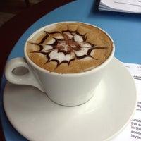 Foto tomada en Reader's Cafe por Ghila S. el 1/10/2014