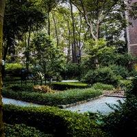 Foto scattata a Tudor City Park South da Jeffrey Z. il 8/19/2018