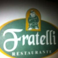 Foto tirada no(a) Fratelli Restaurante e Pizzaria por Victor P. em 10/24/2012