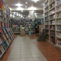 4/28/2013 tarihinde Tuce B.ziyaretçi tarafından Tivoli Kitabevi'de çekilen fotoğraf