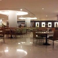 Foto tomada en Hotel Aryaduta por Prasetio N. el 6/13/2013