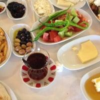 4/20/2013 tarihinde Serkan E.ziyaretçi tarafından Hanedan Restaurant'de çekilen fotoğraf