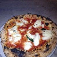 Снимок сделан в Settebello Pizzeria пользователем Sherita S. 11/16/2012