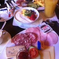 Das Foto wurde bei Café Altschwabing von quique &. am 3/16/2013 aufgenommen