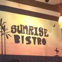 Photo prise au Sunrise Bistro par Dave M. le10/10/2013