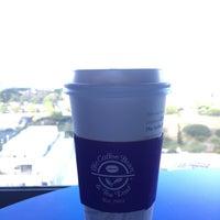 Photo taken at The Coffee Bean & Tea Leaf by Sayaka J. on 7/27/2017