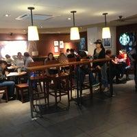 Foto tomada en Starbucks por Rodrigo G. el 6/10/2013