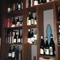 Foto scattata a Webster's Wine Bar da Courtney S. il 5/13/2013