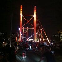 Снимок сделан в Nelson Mandela Bridge пользователем Lionel B. 11/30/2012