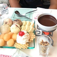 Photo taken at Swensen's by view v. on 11/6/2016