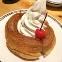 Photo taken at Komeda's Coffee by 宇迦 on 1/9/2015