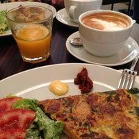 5/15/2013 tarihinde Татьянаziyaretçi tarafından Denizen Coffee'de çekilen fotoğraf