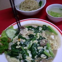 Photo taken at Bakmi Ayam & Chinese Food AKAI by Handy W. on 1/6/2015