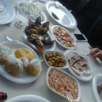 Foto scattata a Cunda Deniz Restaurant da Mert E. il 3/30/2013