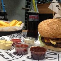 5/5/2013 tarihinde Bahar E.ziyaretçi tarafından Burger House'de çekilen fotoğraf