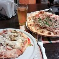 Foto tomada en Caprara Pizzeria por Solazver S. el 12/6/2014