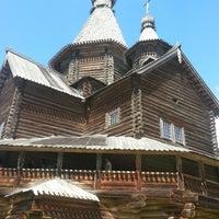 Das Foto wurde bei Музей деревянного зодчества «Витославлицы» von Виктория Г. am 7/28/2013 aufgenommen