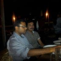 รูปภาพถ่ายที่ Makaloo Restaurant And Bar โดย Ravi J. เมื่อ 12/8/2012