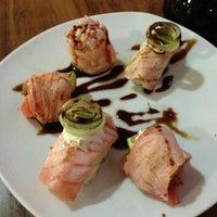Foto tirada no(a) Sensei Lounge Sushi por J em 3/24/2013