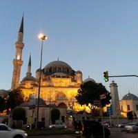 Das Foto wurde bei Şehzadebaşı Camii von Noureddine B. am 6/22/2013 aufgenommen