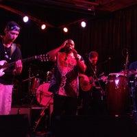 รูปภาพถ่ายที่ Darwin's Pub โดย Allyssa M. เมื่อ 5/26/2013
