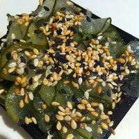 Foto tirada no(a) Sushi Roots Express por Thiago I. em 11/13/2012