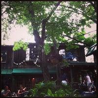 Das Foto wurde bei Ozona Grill & Bar von Scott am 5/27/2013 aufgenommen
