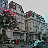 Photo taken at Sheraton Grand London Park Lane by Kiat 明. on 7/23/2013