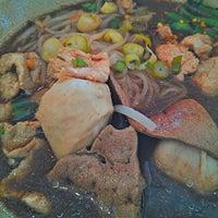 Photo taken at Hoy Ka Noodles by Kiat 明. on 6/15/2013