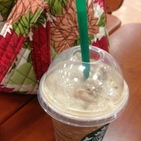 Photo prise au Starbucks par Susan 🌺☕️💊 M. le10/17/2012