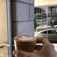 Foto tomada en Blue Bottle Coffee por Abdulrahman A. el 4/20/2018