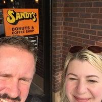 Foto scattata a Sandy's Donuts da Liss W. il 8/24/2018