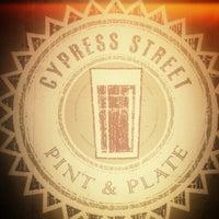 รูปภาพถ่ายที่ Cypress Street Pint & Plate โดย Mason F. เมื่อ 4/30/2013