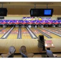 Photo taken at Hoe Bowl Bowling Center by 🌺Kristin M. on 3/13/2016