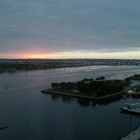 Das Foto wurde bei Embarcadero Marina Park South von Maryann B. am 10/19/2012 aufgenommen
