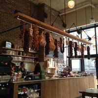 4/30/2013 tarihinde Kamyar K.ziyaretçi tarafından Cafe Route'de çekilen fotoğraf