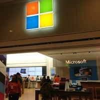 Foto tirada no(a) Microsoft Store por Masahiro K. em 6/9/2013