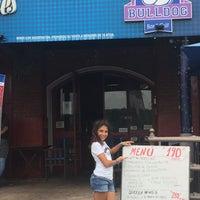Foto diambil di Bulldog Bar & Grill oleh Patrícia T. pada 1/8/2017