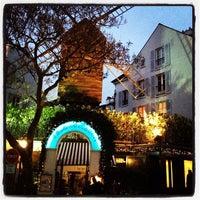 Photo taken at Le Moulin de la Galette by Notas de Sabor (. on 10/28/2012