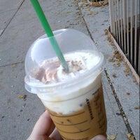 รูปภาพถ่ายที่ Starbucks โดย Jessica W. เมื่อ 10/25/2012