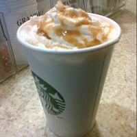 รูปภาพถ่ายที่ Starbucks โดย Jessica W. เมื่อ 10/31/2012
