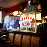 Photo taken at Merah Putih Cafe by げる は. on 11/22/2014