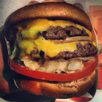Foto diambil di In-N-Out Burger oleh Lalo L. pada 3/23/2013