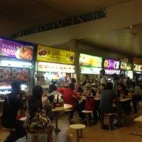 Photo taken at Seah Im Food Centre by Sithiporn U. on 10/16/2012