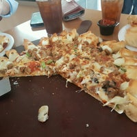 Photo taken at Pizza Hut by Roberto C. on 1/4/2017