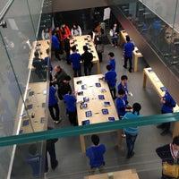 รูปภาพถ่ายที่ Apple Store โดย Nnkoji เมื่อ 4/20/2013